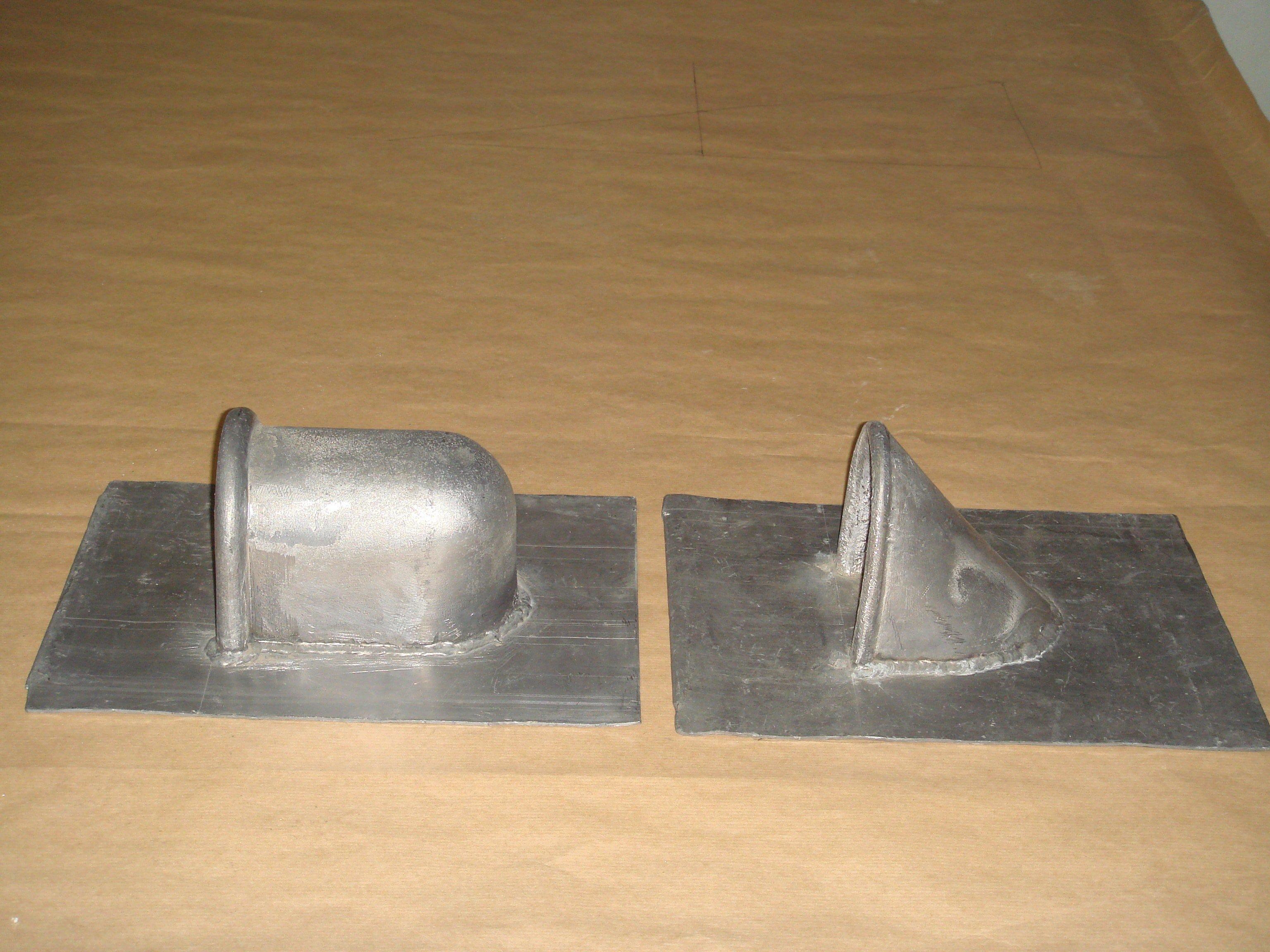 Passe-corde (à gauche) et Passe-barre (à droite) et leurs platine soudée.
