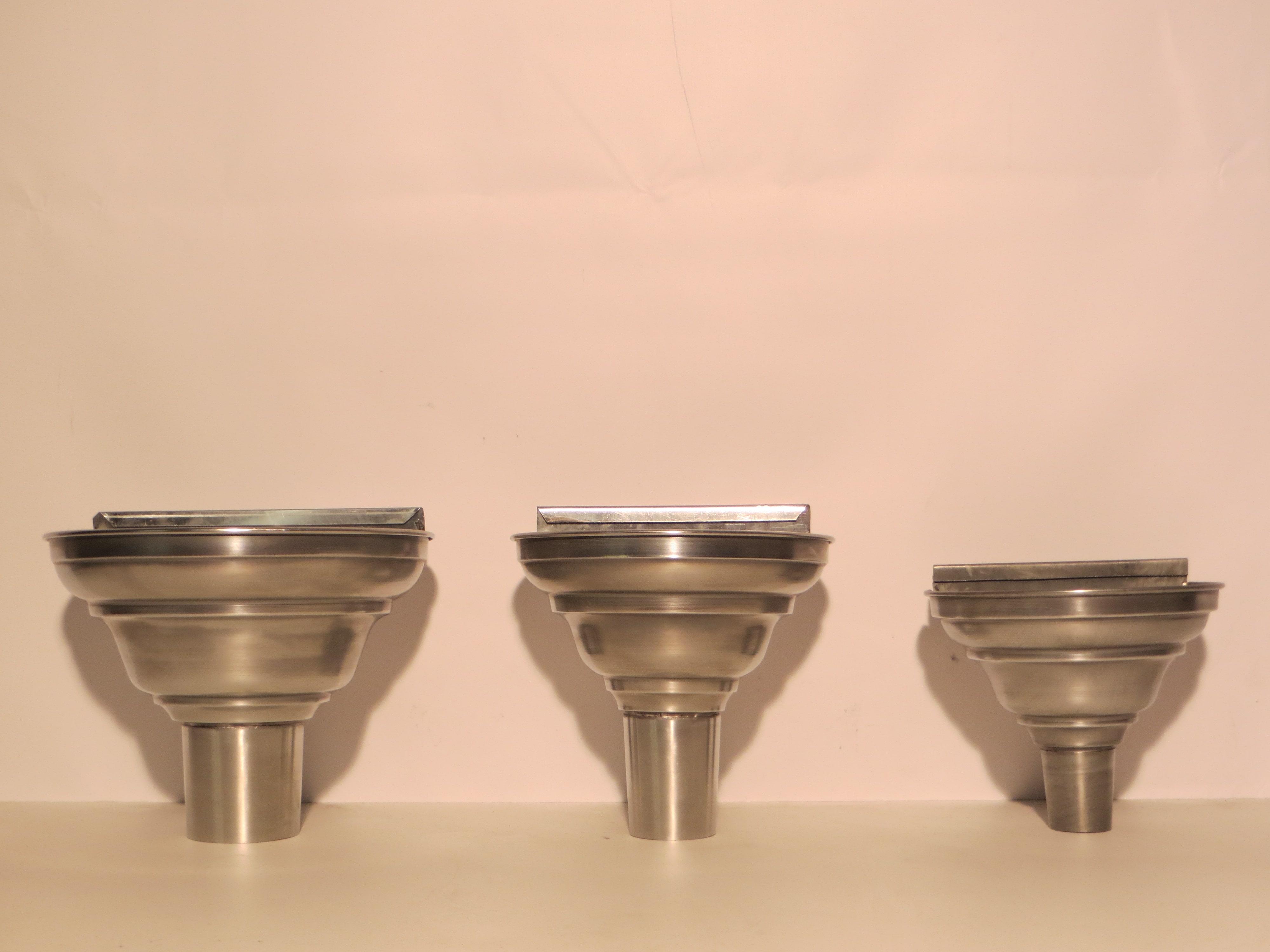 Les accessoires d 39 ornementation pour toitures en zinc ou for Descente eau pluviale zinc