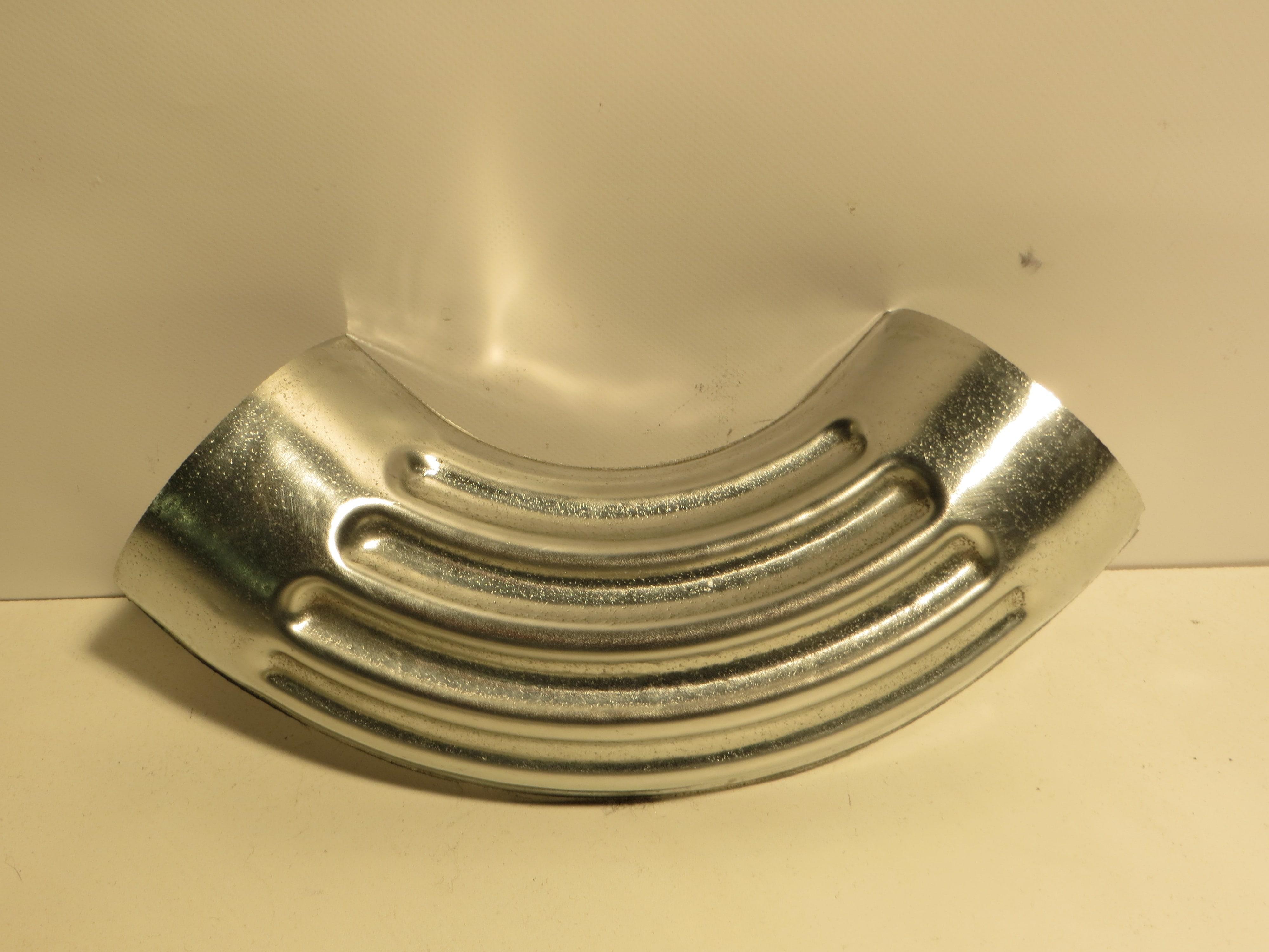 Coude estampé cannelé en Zinc naturel, disponible en plusieurs diamètres ; 80, 100, 120mm.